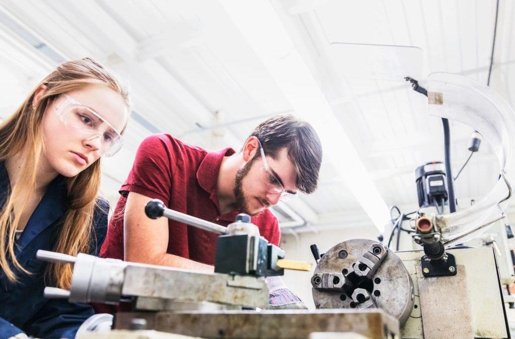 L'importance du partenariat avec les écoles dans le secteur de l'ingénierie